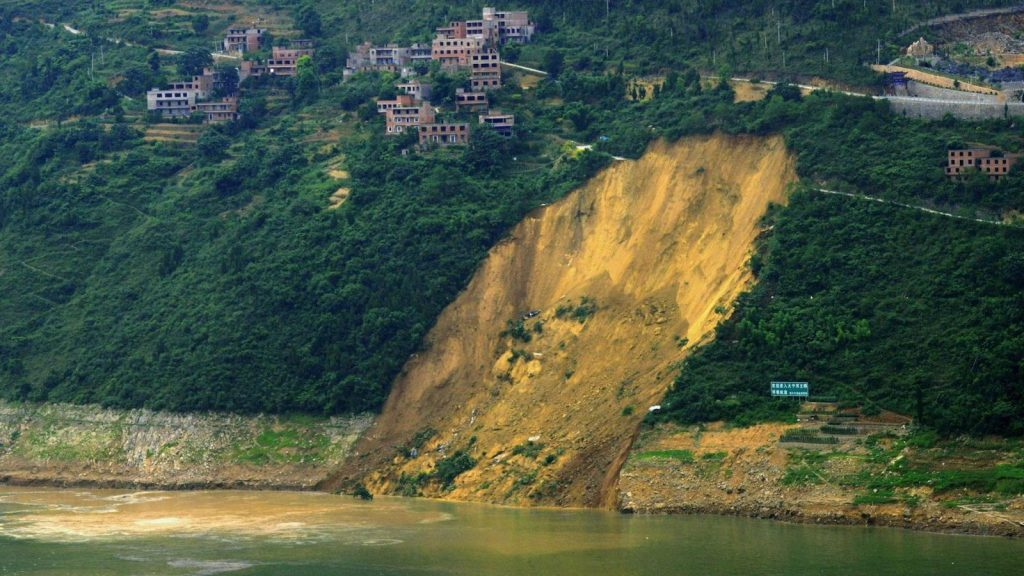 A landslide ext to China's Daning River that was super close to the 3 Gorges Dam Environment